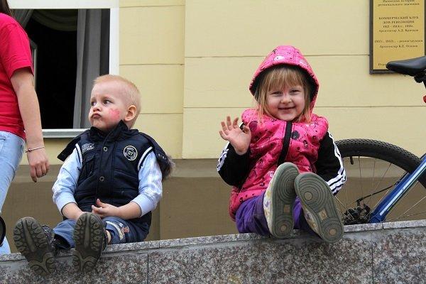 Блондинка с двумя детьми, порно фото ...